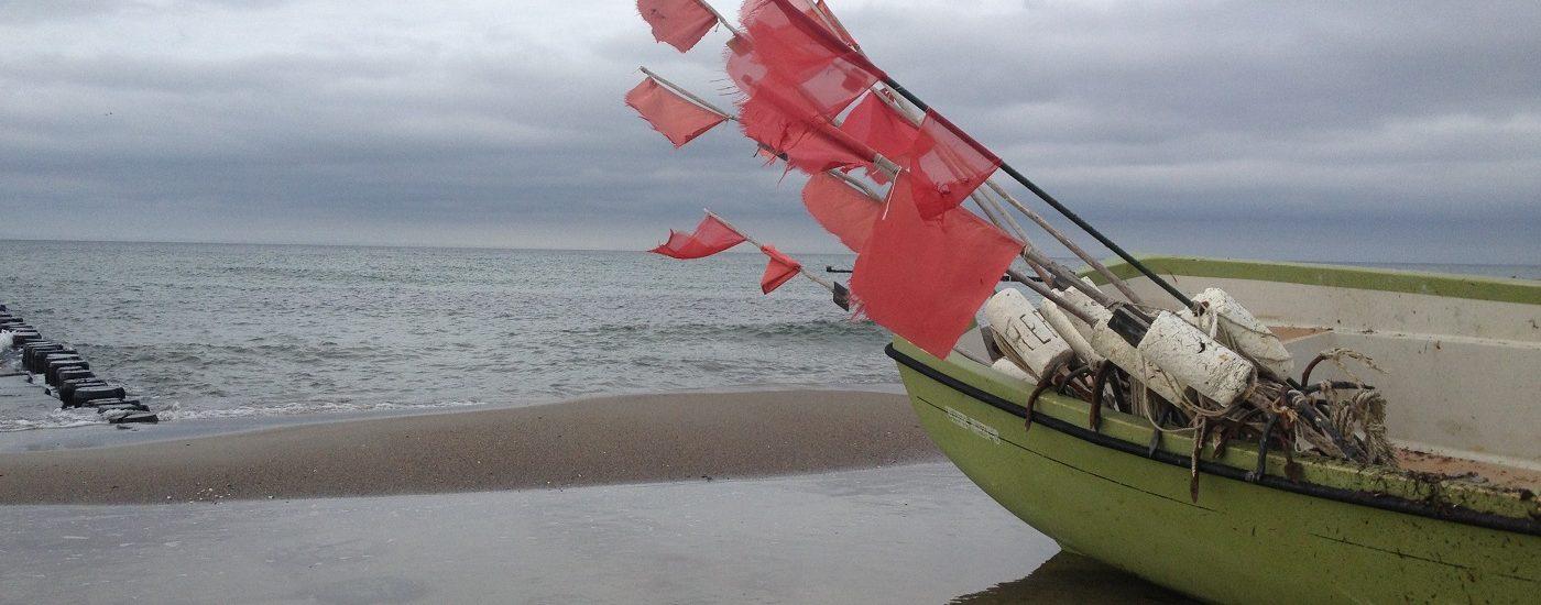 Fischerboot mit Boot und Fähnchen zum Beitrag persönliche Standortbestimmung Pia Forkheim Coaching