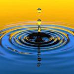 """Das Bild zeigt einen Wassertropfen in den Farben Blau und gold. Er weißt hin auf """"Ein besonderer Tag"""" ein Angebot im Januar und Februar 2018 von Pia Forkheim Coaching."""