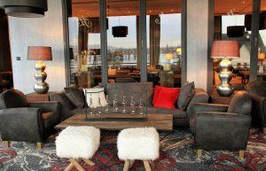 Das Foto zeigt die Lounge mit Blick auf den Rhein des Hotel Nägler's. Spueren, veraendern, erleben, ein Achtsamkeitstag im Hotel Naegler's,