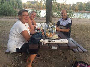 Idogo Gruppe drei Personen in Hattenheim am Rhein