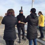 Teilnehmer im Gespräch mit der Idogo Trainerin Pia Forkheim