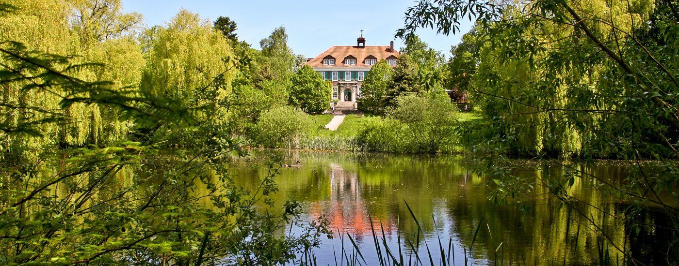 Auf dem Foto ist das Gutshaus Stellshagen zu sehen.