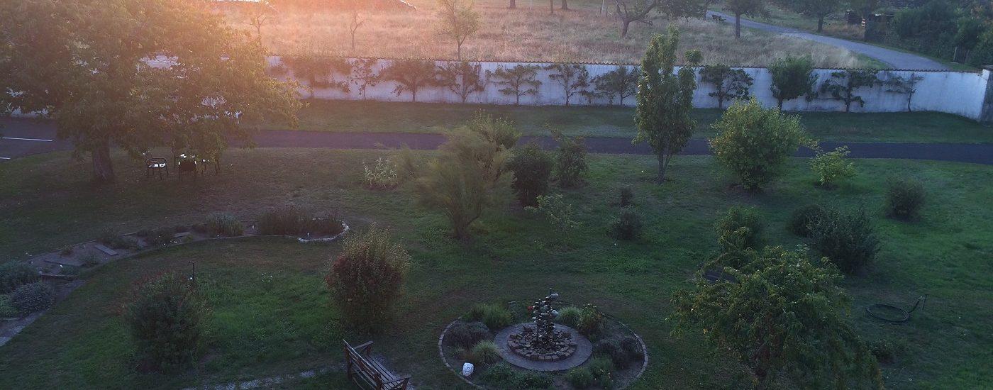 Auf dem Foto sieht man den Blick aus dem Zimmerfenster Kloster Esthal