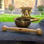 Löwenbrunnen mit Ulrikes Klangschale und Pias IDOGO Stab