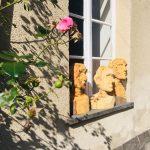 Einsichten - Aussichten im Kloster mit Charakterköpfen aus Holz geschnitzt