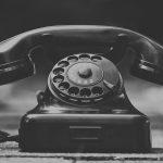Telefon-Fortbildung zum Thema Achtsamkeit in Unternehmen und am Arbeitsplatz. Dafür steht das Telefon auf dem Foto.